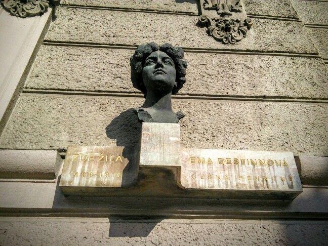 """""""Ema Destinnova, Czech singer, lived here in 1908-1914"""" [Czech]"""