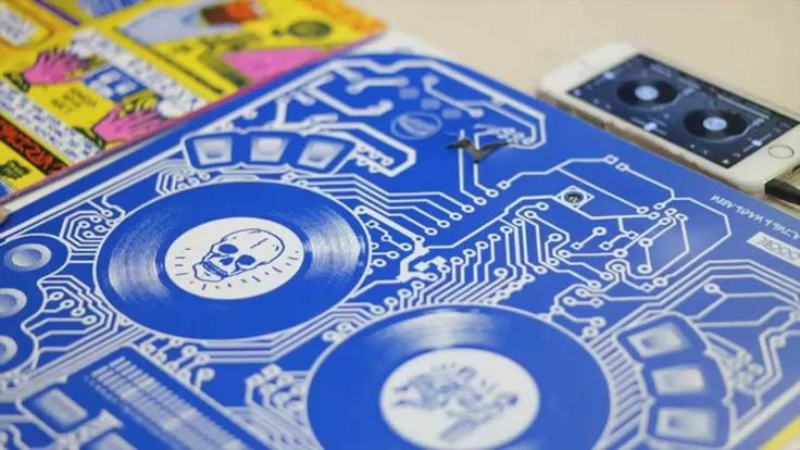 The vinyl version of Extraterrestria, the new album by DJ Qbert, features an interactive, playable set of MIDI turntable decks that lets listeners scratch them when connected to a smartphone via Bl...