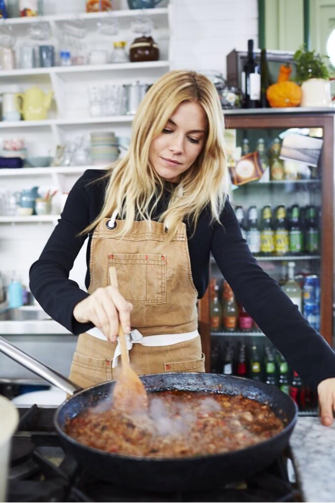 "Twitter / ""jamieoliver: #recipeoftheday Sienna's [Miller] Duck ragù & pici pasta from tonight's Friday night feast C4 8pm xx"" --- recipe: http://www.jamieoliver.com/recipes/duck-recipes/duck-rag-homemade-pici-pasta/?utm_source=twitter_Instagram&utm_medium=RecipeOftheDay&utm_term=2014 #Sienna_Miller"