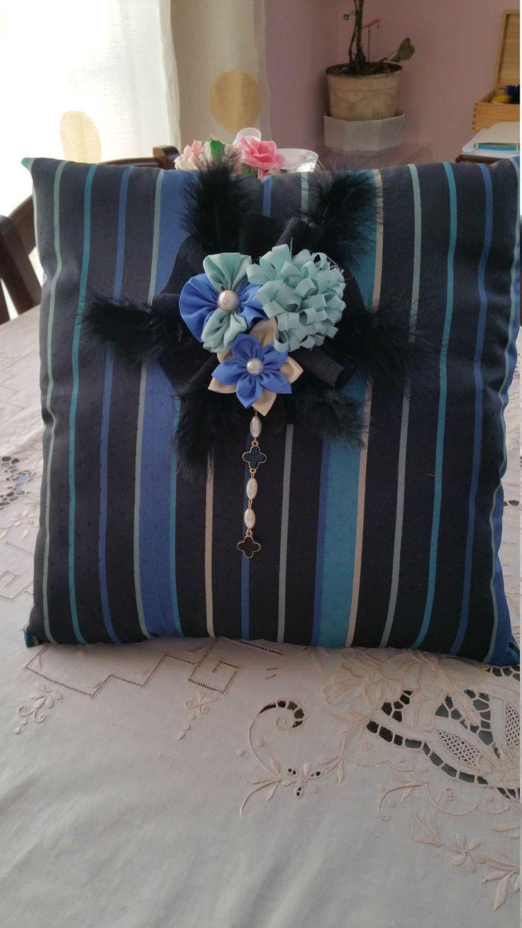 Cuscino in seta, decorativo e d'arredo, romantico elegante, realizzato interamente a mano, pezzo unico. di LaBoutiqueChicDesign su Etsy