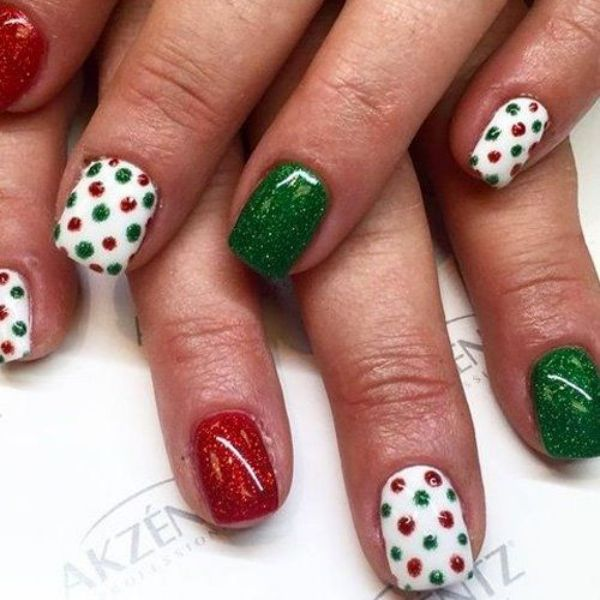 40 Pretty Winter and Christmas Nails Art Designs