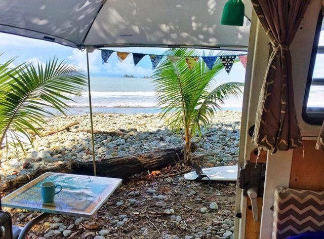 © Compte Instagram @thebusandus http://www.lonelyplanet.fr/article/van-life-5-comptes-instagram-suivre #roadtrip #van #plage #voyage