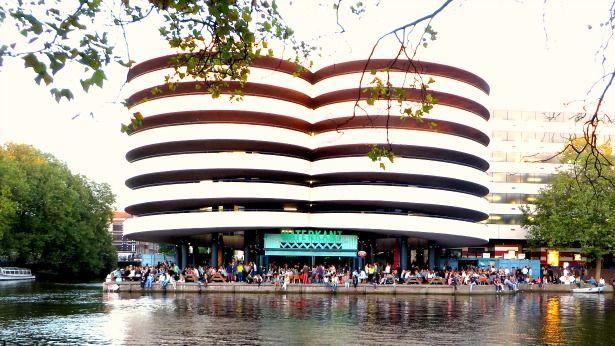 ThisGirlSBlackBook bezocht Waterkant in Amsterdam om de sfeer en het eten te proeven. Is het net zo gezellig als de Surinaamse waterkant? Lees het hier!