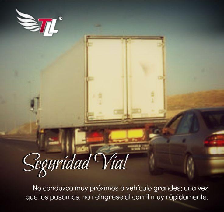 Al conducir cerca de vehículos como camiones, tenga en cuenta la siguiente recomendación: #SeguridadVial #Carros