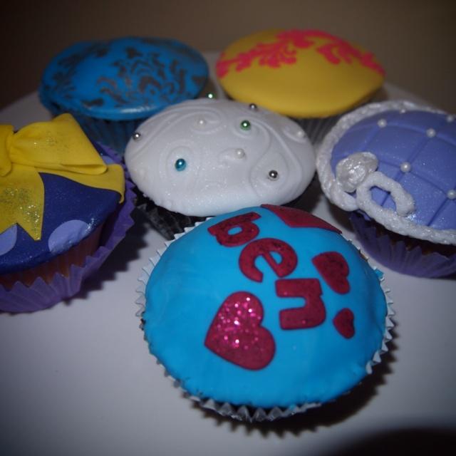 Cupcake decorating class at cake bitz today! Über fun and look I'm now pro =D