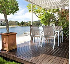 If freedom, comfort and water views are the recipe for a wonderful holiday, then you will feel affection for these water view apartments. These apartments are truly waterfront with stunning Noosa River. This is the perfect choice for families. This waterfront accommodation also has direct access to its own private beach and offers guests jetty facilities.