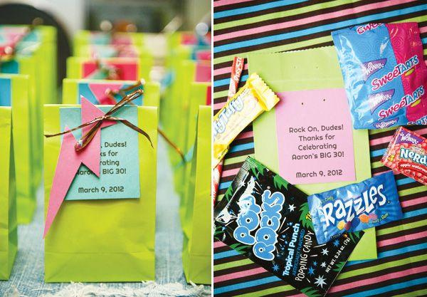 Unas bolsas muy divertidas para una fiesta años 80! / Fun favour bags for an 80's party!