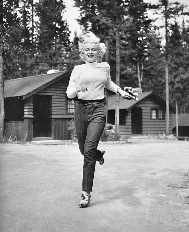 Marilyn Monroe photographed on location in Canada while filming River Of No Return in the summer of 1953 <3