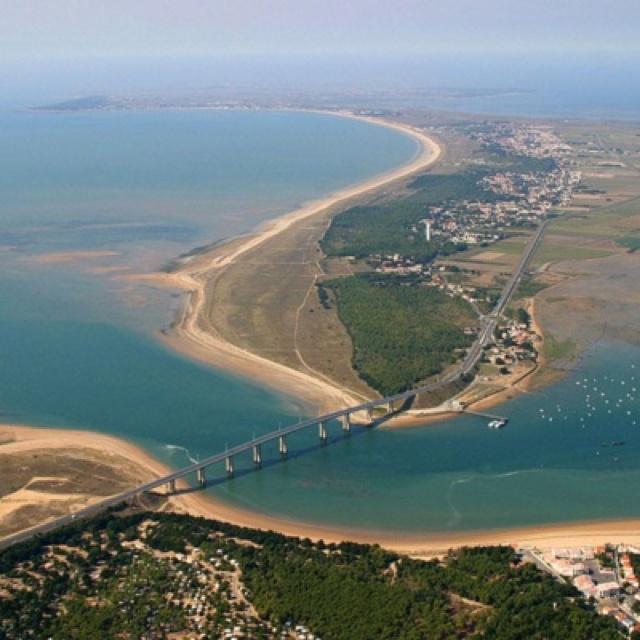 """Pont de """"l'Île"""" de Noirmoutier."""