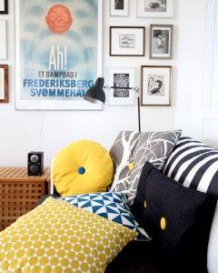 Simpel skandinavisk stil.  Gul og orange bringer sommerens varme og optimisme ind i din stue. Tilsæt klatter af grøn som fuldender looket og giver rummet balance.  - stof2000.dk