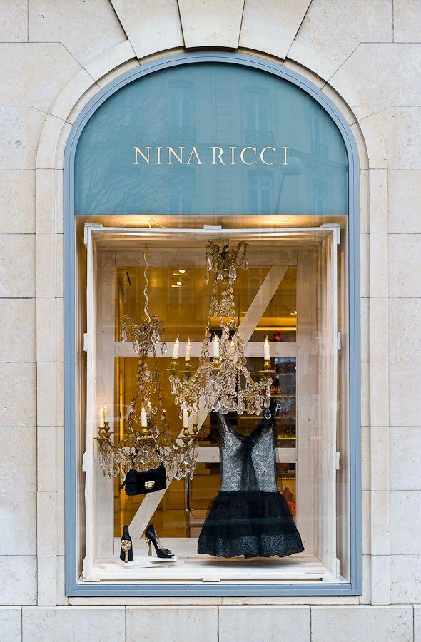 Nina Ricci, Avenue Montaigne, Paris, France Le parfum NINA RICCI L'ODEUR de ma Grand mère ADORÉE