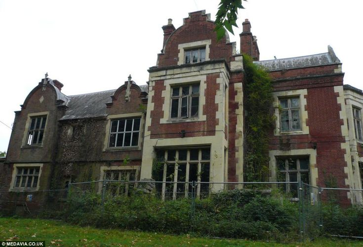 Paradise Lost: Haunting images of historic manor house once home ...