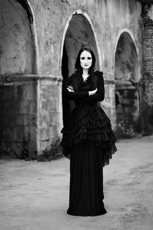 79 best images about Beautiful Gothic Women on Pinterest Carolyn jones Cassandra peterson and  sc 1 th 275 & Womens The Addams Family Morticia Addams Cosplay Costume Black Dress ...