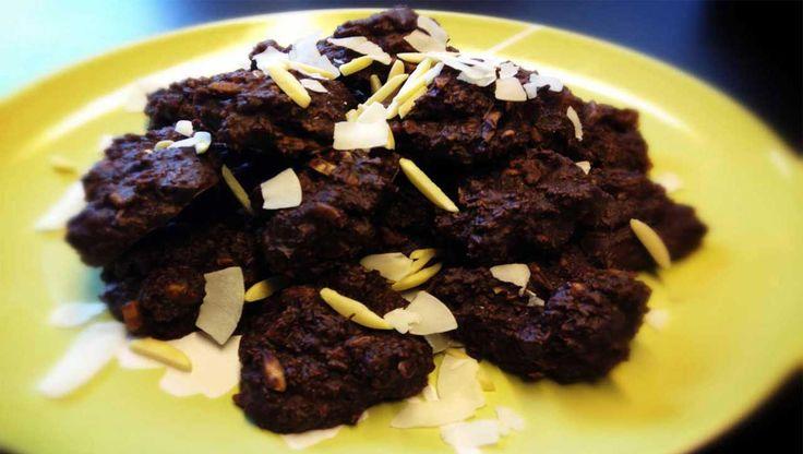 Schoko Cookies ganz ohne Mehl oder Zucker ★ Diese Cookies haben es in sich und sind die richtige Wahl für Nachkatzen, die es gerne gesund mögen.