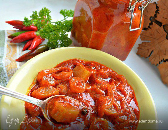 Лечо из кабачков. Ингредиенты: томатная паста, кабачки, перец болгарский