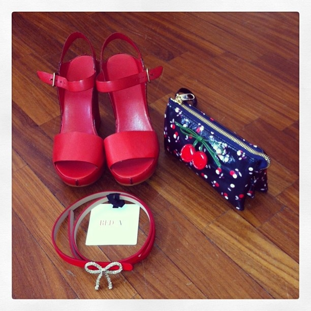 Roberto Del Carlo shoes, Red Valentino bag and belt