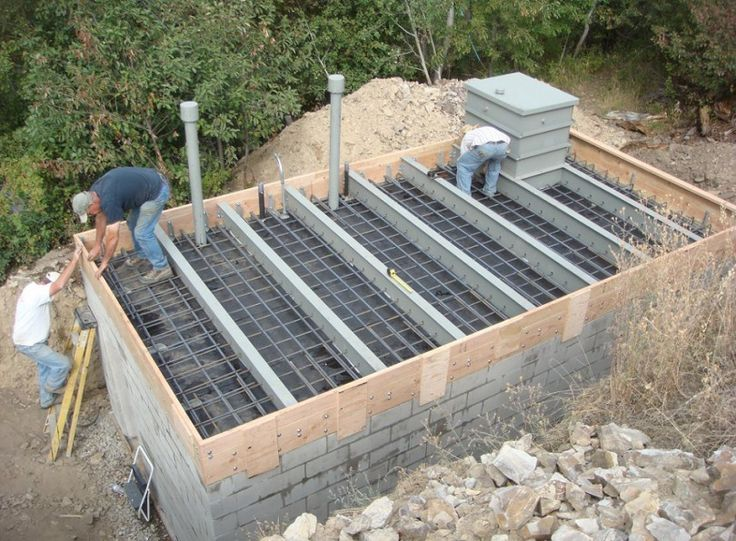 How to Build A Bomb Shelter: The Survivalist Guide to Protection Against Bomb Fallout