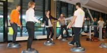 Groepsgewijs geven we bij bedrijven de core stability training. Een groot gedeelte van het ziekteverzuim heeft te maken rug- en knieklachten. Door te sporten op het werk versterk je deze spieren en zal er minder uitval zijn. - See more at: http://www.a-wayevents.nl/nl/wellness/sporten-op-het-werk#sthash.FAgF3JTj.dpuf