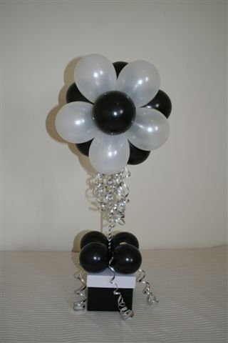 Party ballon topiary tabletop decoration ideas table top for Balloon decoration color combinations