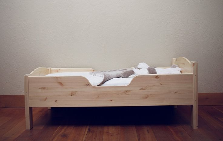 Image of Traditional Toddler Bed