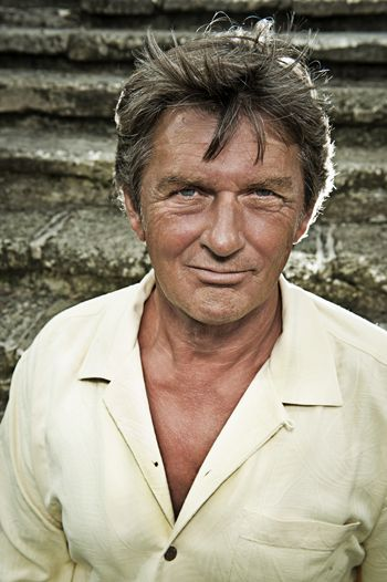 Innerviews: Mike Oldfield - The messenger Probably the best Mike Oldfield interview ever.