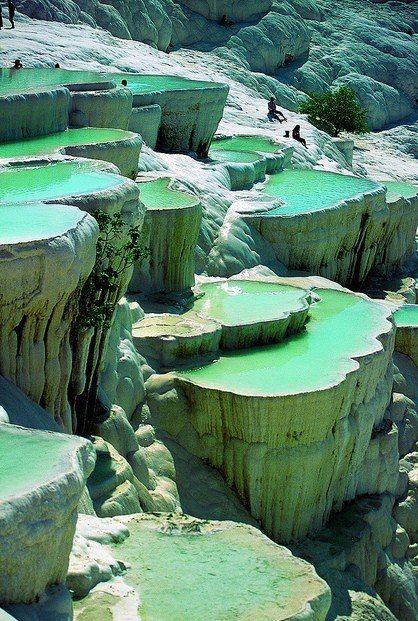 Природные каменные бассейны, Памуккале, Турция.