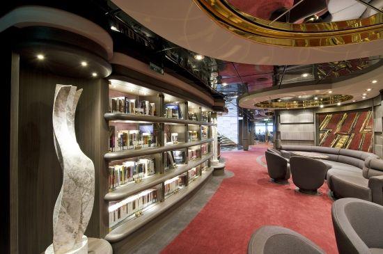 Bibliothek im Yacht Club