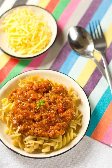 Recept bolognese saus zelf maken. Nooit meer een pakje saus! Zelf gemaakt is 100 x lekkerder! Deze saus maak je zelf en gelijk in bulk voor andere keren.
