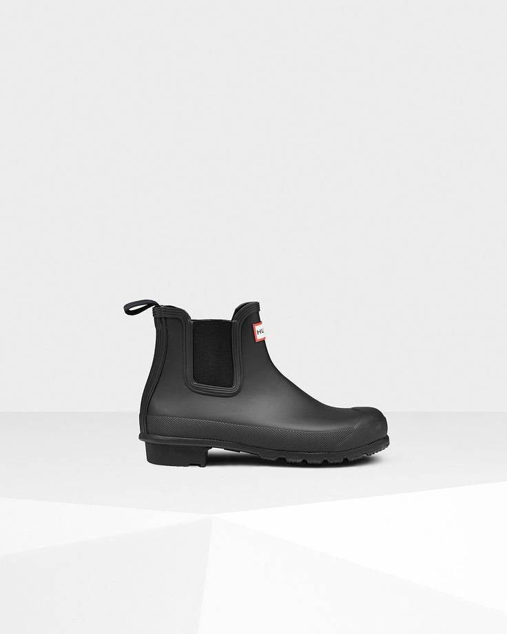 A new interpretation of a classic style, this handcrafted women's Chelsea boot is made from natural rubber for a waterproof finish. - Handcrafted - Waterproof - Textile lining - Original calendered ou