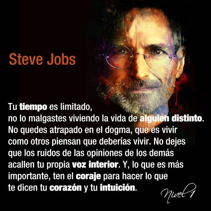 """Steve Jobs el genio de la informática cumpliría hoy 60 años. Revolucionó la comunicación móvil en el mundo al crear el primer teléfono inteligente. Compartimos parte de su célebre discurso en la Universidad de Stanford en 2005. Sus pensamientos despertaron el """"hambre"""" por el conocimiento (como él decía) y alentaba a disfrutar la vida como si fuera el último día. #SteveJobs #frases"""