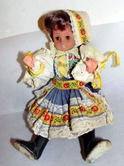 Krásná krojovaná panenka 80.léta   Panenky   OLD Toys s.r.o.