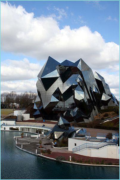 Intriguing design!  Glass Architecture - Futuruscope Poitiers, France