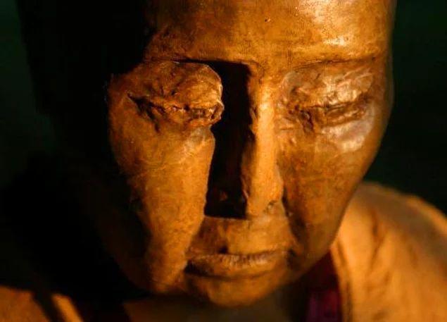 12. Hambo Lama olan Dashi-Dorzho Itigilov, 1852 yılında Çarlık Rusyası'nda dünyaya geldi.