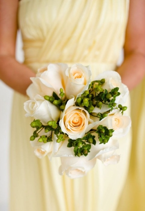 los ramos de novia de rosas blancas son un clásico