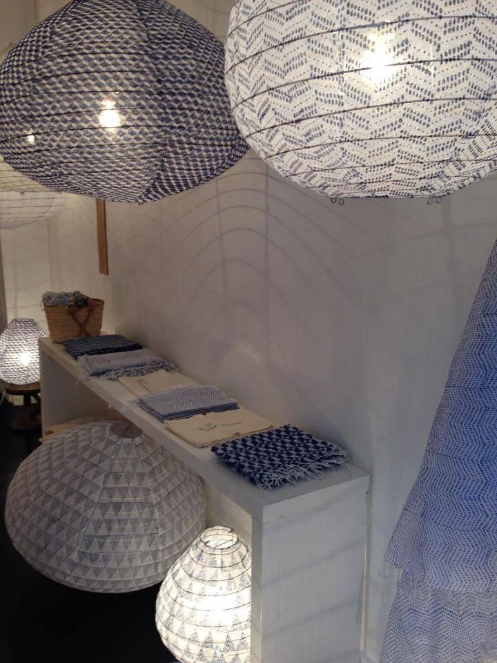 lampes poser suspensions par os paris au mois d 39 ao t. Black Bedroom Furniture Sets. Home Design Ideas