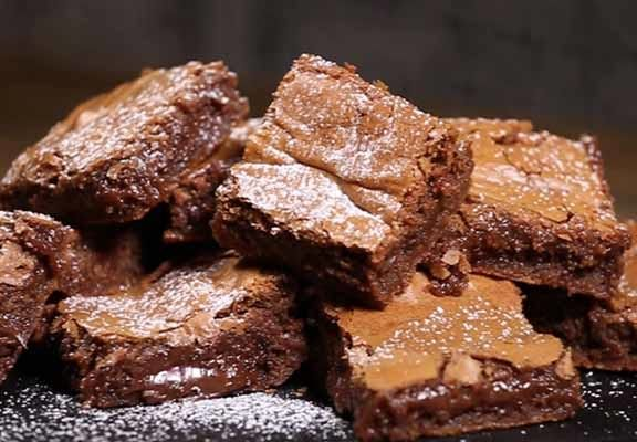 Here's How To Make Nutella Blondies - http://www.unilad.co.uk/grub/heres-how-to-make-nutella-blondies/