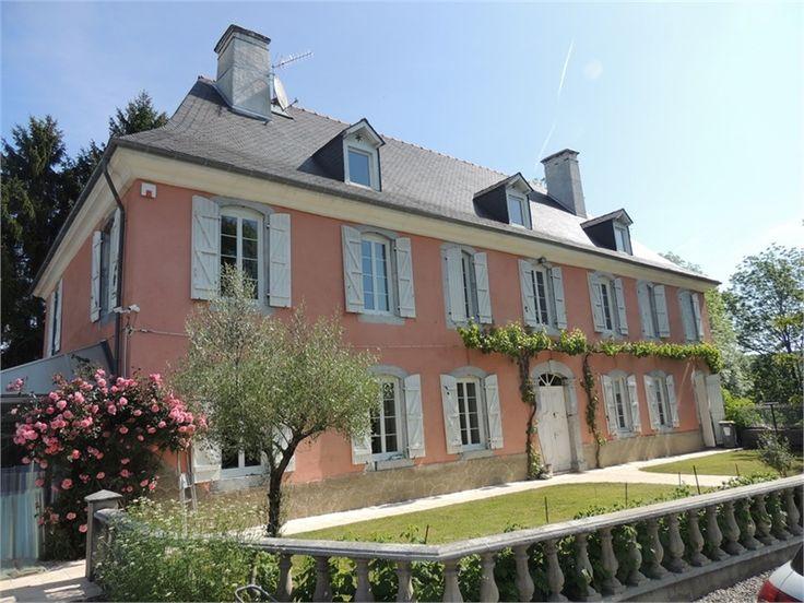 En exclusivité chez Capifrance, sublime manoir à vendre chez Capifrance à Tarbes.     > 400 m², 11 pièces dont 3 chambres et un terrain de 5600 m².    Plus d'infos > Jean-Michel Cazaux, conseiller immobilier Capifrance.