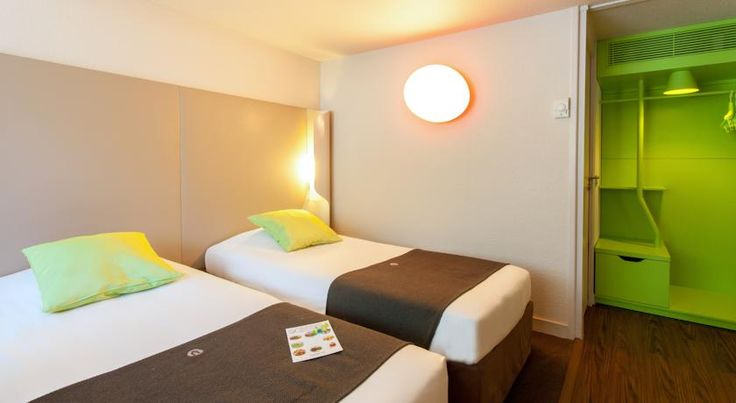 Campanile Tours Sud ~ Joué-Les-Tours Joué-lés-Tours Located next to the Lac des Bretonnières, 6 km from Tours, this hotel features free private parking, a restaurant and en suite rooms with free Wi-Fi access. It is easily accessible from the A85 Motorway.