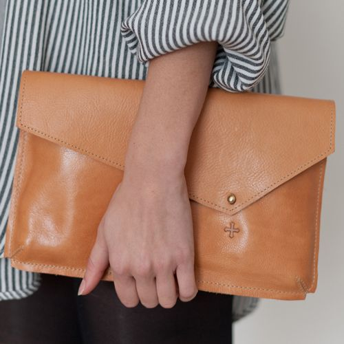 the cloche - marie turnor: Bags Leather, Leather Envelopes, Ipad Mini, Minimalist Bags, Big Leather, Leather Clutches, Awesome Handbags, Clutches Bags, Leather Bags