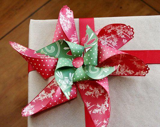 Love this Christmas bow idea--a paper pinwheel pointsettia bow--tutorialChristmas Gift Wraps, Holiday Gift, Bows Tutorials, Paper Bows, Christmas Bows, Homemade Bows, Christmas Decor, Christmas Wraps, Christmas Gifts