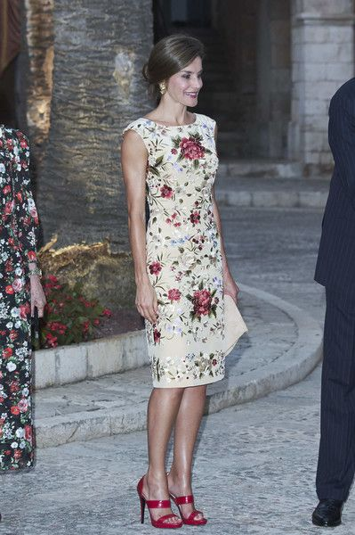 Queen Letizia of Spain Photos Photos - Queen Letizia of Spain attends a dinner for authorities at the Almudaina Palace on August 4, 2017 in Palma de Mallorca, Spain. - Spanish Royals Host a Dinner for Authorities in Palma de Mallorca