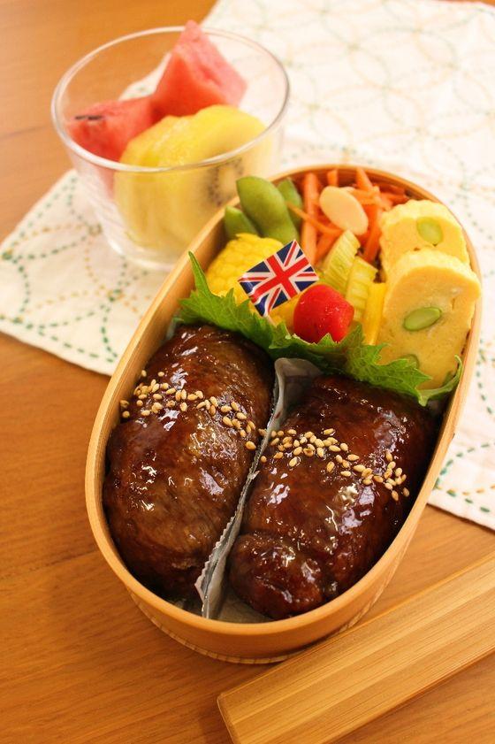 肉巻きおにぎり だし巻き玉子 キャットラペ  夏野菜ピクルス 茹でとうもろこし 枝豆 ゴールドキウイ スイカ
