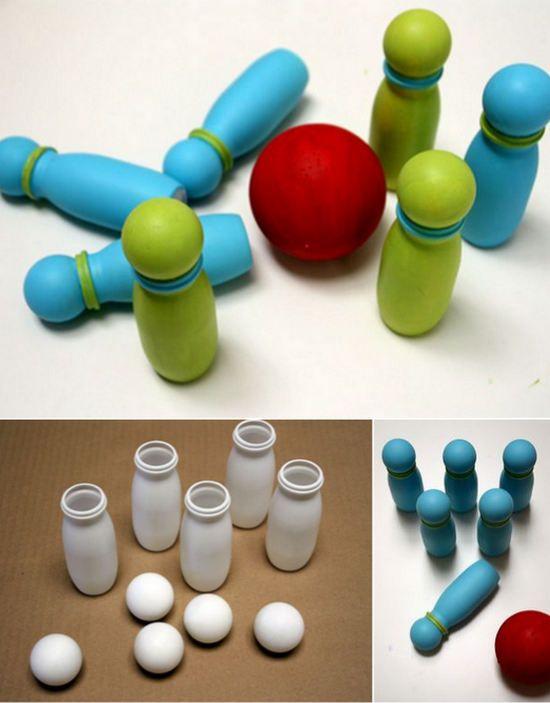 juego de bolos con actimel: http://www.manualidadesinfantiles.org/juego-de-bolos-con-botellas-de-actimel