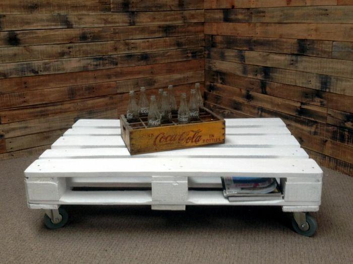 tavolino bianco con pallet