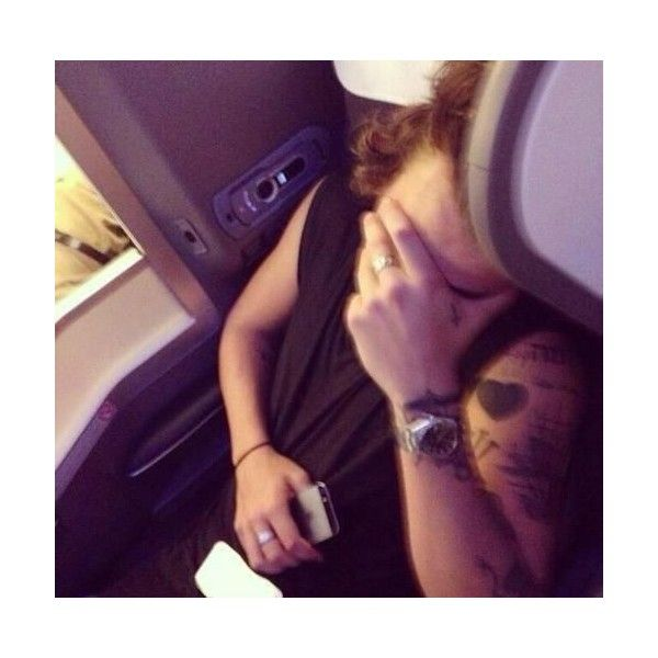 Harry Styles sleeping on the plane Harry Styles found on Polyvore featuring harry styles, harry, one direction, 1d and photos
