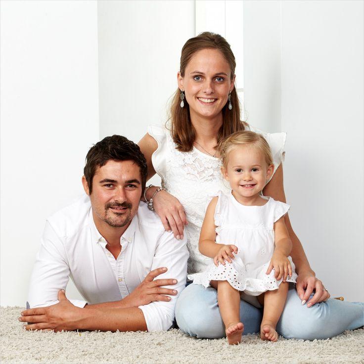 Lief en teder zo een familieportret. #gezin #fotografie #gezinsfoto #kinderfotograafpatrick