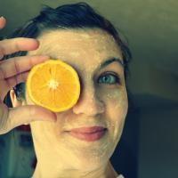 Cette recette permet de se débarrasser des points noirs avec efficacité. Elle  est idéale pour le traitement de l'acné dû aux poussées hormonales.   Découvrez l'astuce ici : http://www.comment-economiser.fr/masque-jus-d-orange-bicarbonate.html