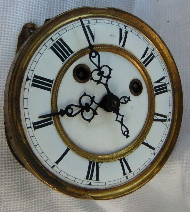 1000 id es sur le th me pendule ancienne sur pinterest horloges anciennes pendule simple et. Black Bedroom Furniture Sets. Home Design Ideas