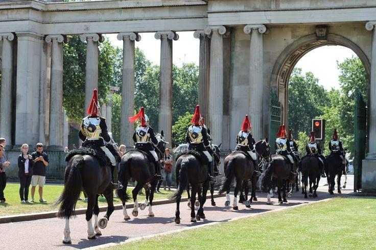 BLOG-The Hidden Cash Hunt, London + Princess Diana Memorial Fountain-hyde park horse parade