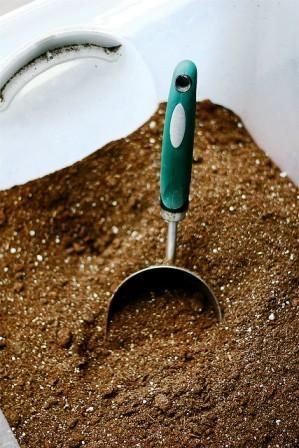 Potting soil recipe--Easy and SO much cheaper, not to mention you KNOW for sure what is in your soil.